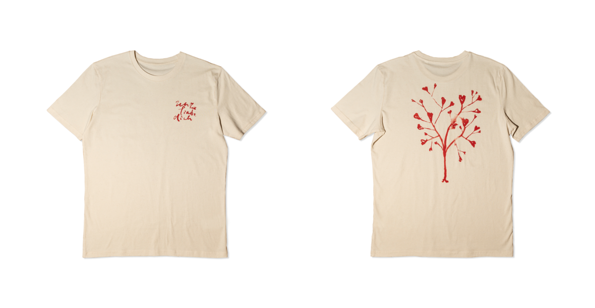 01.Tshirt-HeartsTree_WebsiteMockup